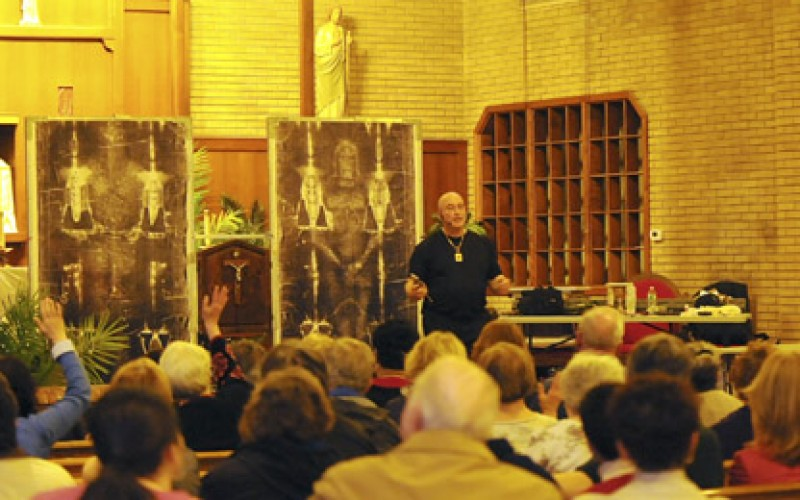Replica of the Shroud of Turin visits Collingswood