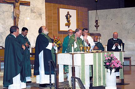 bishopatfarmsmass2-web