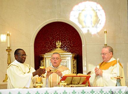 bishopscelebratingmass-web
