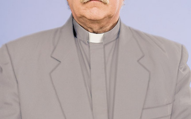 Bishop decrees clerical attire for permanent deacons