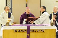 Bishop celebrates Mass in federal prison
