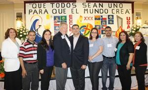 Líderes de la Diócesis de Camden posan en la foto con Jim Murphy, predicador principal del Encuentro Nacional de Líderes de la Renovación Católica Carismática Hispana en Washington D.C.