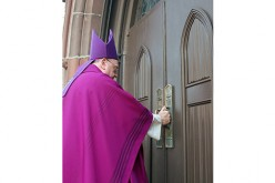 Know God's mercy and show it to others, Bishop Sullivan says