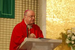 Bishop Dennis Sullivan celebrates Mass for high school students
