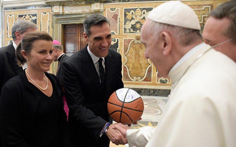 Pope greets delegation from Villanova University
