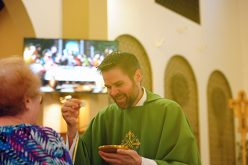 Visiting Deaf priest celebrates Mass for local community
